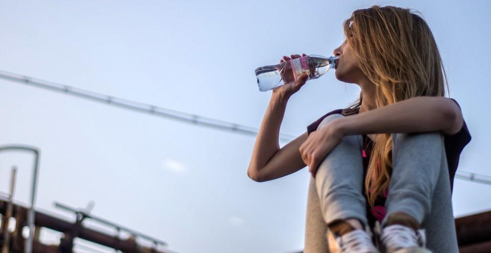 Steffi Vertriest Water Drinken